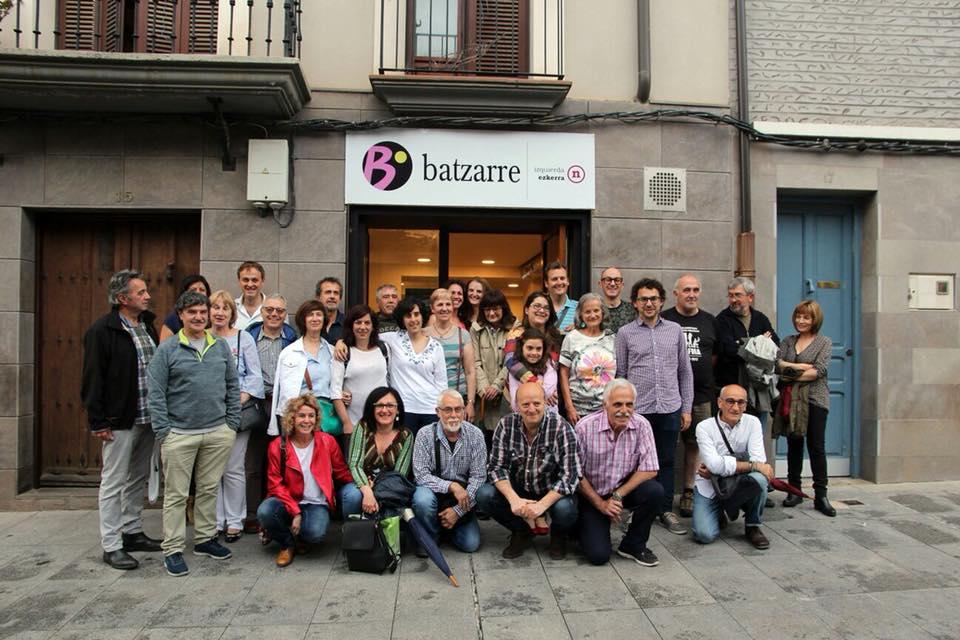 Amigos y amigas de Batzarre en la inauguración de la sede de Batzarre. Tudela. Mayo 2018