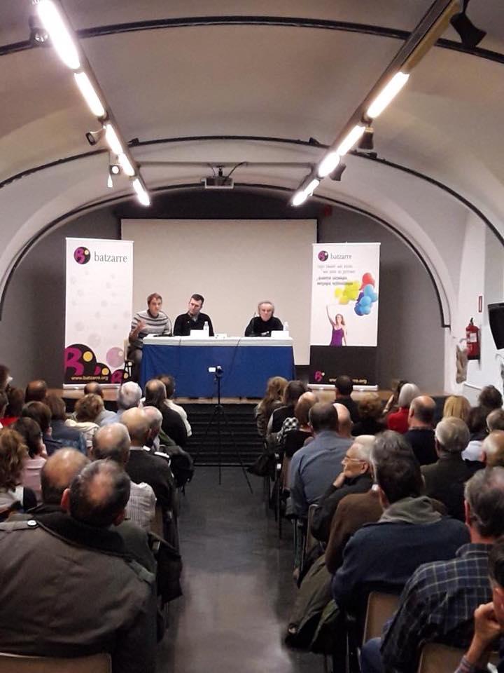 La Sala de Calderería llena escuchando a Pérez Royo